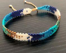 Tobillera en Miyuki Loom Bracelet Patterns, Bead Loom Bracelets, Bracelet Crafts, Bead Jewellery, Beaded Jewelry, Peyote Beading, Beadwork, Slave Bracelet, Craft Ideas