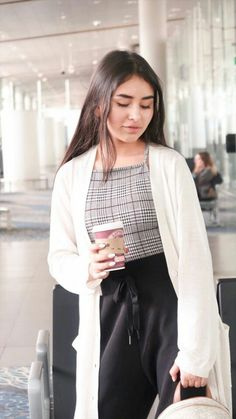 Oufits Casual, Casual Outfits, Sophie Giraldo, Santa Suits, Tumblr Outfits, Demi Lovato, Youtubers, Winter Outfits, Bell Sleeve Top