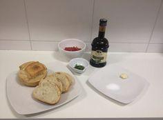 Meninas, hoje vou ensiná-las como fazer a verdadeira bruschetta italiana. Bruschetta é um aperitivo muito popular na Itália. Esta...