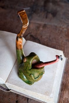 Pipa rana frog pipe pipa speciale scolpita in pregiata Tobacco Pipe Smoking, Tobacco Pipes, Smoking Pieces, Alcohol, Skull Artwork, Pipes And Bongs, Pipes And Cigars, Glass Pipes, Modern Man