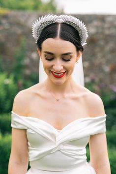Wedding Trends: Our Big Predictions for 2019 Ethereal wedding hairstyles for a modern bride. Top Wedding Trends, Wedding Styles, Bridal Makeup, Bridal Hair, Gatsby, Wedding Accessories For Bride, Bridal Accessories, Bridal Jewelry, White Bridal Shower