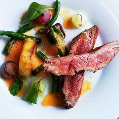 Flank steak, tomato-thyme sauce, potato fondant and grilled seasonal vegetables Vegetable Seasoning, Flank Steak, Fondant, Foodies, Grilling, Potatoes, Meat, Vegetables, Skirt Steak