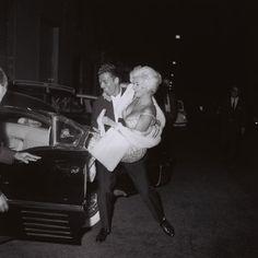Marcello Geppetti (1933-1998), Jane Mansfield and Mickey Hargitay leaving Piccola Budapest, Rome, October 1962, MGMC & Solares Fondazione de...