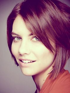 Lauren Cohan short straight hair. love the soft brown and the cut, too. maybe next cut?