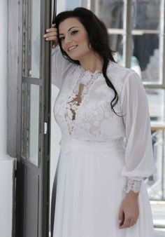 Darius offers plus size long sleeve wedding dresses that can be customized however you want.  We also can make #replicaweddingdresses or recreations of a discontinued bridal gown. Contact us for pricing and to see how we work with long distance brides on our site.