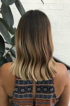 Tip: For a piece-y, beachy wave, use a wide-tooth comb.This version was clamped at mid-length, resulting in a lower bend. Then it was combed, not brushed, for a separated finish. #refinery29 http://www.refinery29.com/2016/09/122734/soft-waves-hair-trend-instagram-photos#slide-8