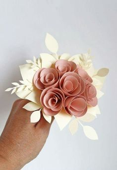 giochi di carta: Paper flowers bouquet for The Friday Project Paper Flower Backdrop, Giant Paper Flowers, Origami Flowers, Felt Flowers, Diy Flowers, Fabric Flowers, How To Make Flowers Out Of Paper, Folded Paper Flowers, Origami Paper
