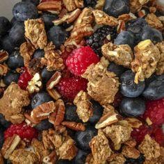 Giornata impegnativa? Scegli una colazione energetica ed equilibrata a base di yogurt, frutta, muesli e semi di chia