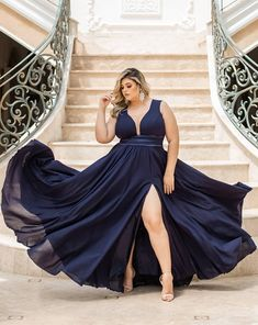 20 vestidos azul marino para damas de honor - Rebel Without Applause Curvy Fashion, Plus Size Fashion, Girl Fashion, Fashion Dresses, Curvy Outfits, Plus Size Outfits, Mom Dress, Dress Up, Chubby
