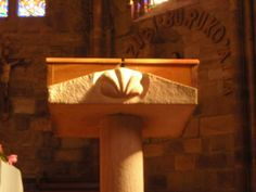 Saint Jean Pied de Port - Eglise Notre Dame du bout du Pont - Sur le lutrin une coquille