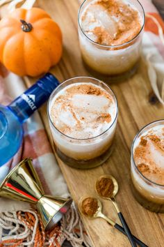 Impress your friends by making this Pumpkin White Russian your new fall signature cocktail! Get the recipe plus top tips too! Fall Cocktails, Fall Drinks, Party Food And Drinks, Vodka Cocktails, Holiday Drinks, Alcoholic Beverages, Dessert Drinks, Pumpkin White Russian Recipe, White Russian Recipes