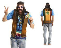 Cooles Hippie T-Shirt für Herren. Werden Sie Teil der lockeren Flower Power Zeit der 70er Jahre. Mit unserem Hippie-Shirt mit täuschend echt aussehendem Aufdruck in wenigen Sekunden zum echten Hippie einkleiden. Zusätzliche Accessoires wie Perücke, Brille usw. machen das Hippiekostüm komplett!   Unsere T-Shirts sind aus einem sehr trageangenehmen Stoff und leicht dehnbar.  Lieferumfang: Langarm T-Shirt (ohne abgebildetem Zubehör).  Konfektionsgröße: L.  Material: 100 % Polyester (leicht…
