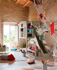 Dormitorio infantil con tobogán incluido