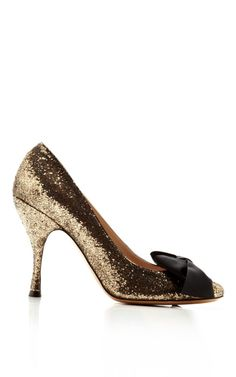 Shop Glitter Galactica Pump with Grosgrain Bow. This glittery rounded toe pump from Marc Jacobs features a grosgrain oversized bow detail at the toe and covered heel. Fab Shoes, Crazy Shoes, Me Too Shoes, Shoes Heels, Gold Shoes, Pumps, All About Shoes, Beautiful Shoes, Grosgrain