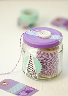 a pretty twine jar - so cute Glass Jars, Mason Jars, Diy Jars, Ideias Diy, Yarn Bowl, Crafty Craft, Crafting, Craft Storage, Diy Organization