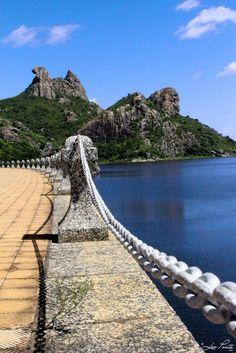 Pedra da Galinha Choca - Açude do Cedro - Quixadá, Ceará, Brazil