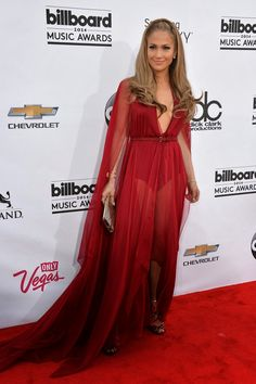 Magníficos vestidos de fiesta para sentirte y lucir como Jennifer Lopez