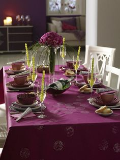 purple table setting with grapes for New Years #tablescapes