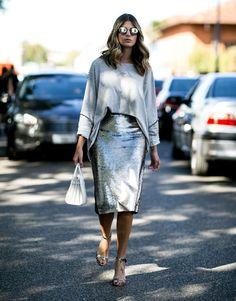 street-style-skirt-midi-grey-silver-white-purse