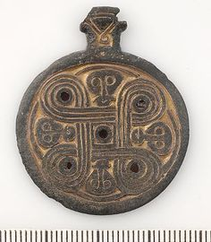 Viking age pendant from Uppland (looks just like a Muskogee knot)