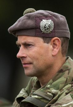 Prince Edward watches Reservist soldiers from the London Regiment during battlefield training in Norfolk, 9 Sep 2013