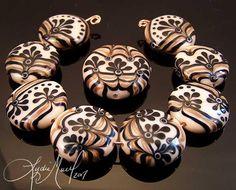 black-tie-event-lampwork-bead-set-lydia-muell.jpg (700×564)