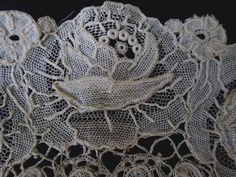 ANTIQUE HANDMADE BRUSSELS DUCHESSE LACE W/ POINT DE GAZE INSERTS LACE COLLAR