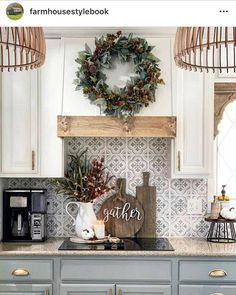 Kitchen Paint, Kitchen Redo, Home Decor Kitchen, Home Kitchens, Kitchen Remodel, Kitchen Design, Kitchen Ideas, Cottage Kitchen Backsplash, Wallpaper Backsplash Kitchen
