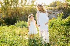 A+maternity+photography+session+in+california+with+mother+daughter+their+horse+and+a+creek