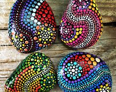 Unique handmade set of 4 acryl dot painted pebbles: Waves of Colours. Size of the pebbles is an average of each one.