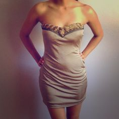 🎉HOST PiCK!!🎉Fitted Dress It's in good condition!:) size medium but also fits small Foreign Exchange Dresses