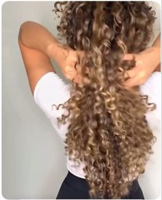 This is some serious natural hair curls. Curly Wedding Hair, Curly Hair Tips, Long Curly Hair, Big Hair, Medium Hair Styles, Natural Hair Styles, Long Hair Styles, Hair Medium, Highlights Curly Hair