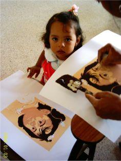 En la Sede Suroeste, la profesora Emperatríz, asistente al Taller de Estampación en el 2004, plasma a su hija en serigrafía, esténciles de papel, a raíz de 1A Convocatoria Proyectos BUPPE, Facultad de Artes.
