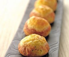 Aperitif: quickly cheese gougères! Chefs, Tapas, Eclairs, Easy Cooking, Cooking Time, Love Eat, Snacks, Food Festival, Finger Foods