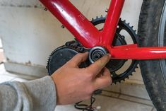 So baust du dir dein eigenes E-Bike mit Mittelmotor E-bike conversion How to build your own e-bike with a center motor DIY E-MTB Instructions for e-bike conversion with Bafang Mid-engine E-bike build yourself from old mountain bike 20 E Bike Mittelmotor, Bicycle Race, E Mtb, Moped Scooter, Bike Parking, Mountain Biking, Motorcycles, Outdoors, Design