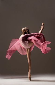 Ballet Red Things p. Dance Photography Poses, Dance Poses, People Photography, Photography Ideas, Dancing Drawings, Dance Movement, Body Movement, Ballet Beautiful, Lets Dance
