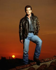 Mel Gibson por el gran fotógrafo Timothy White (Facebook) Celebrity Stars, Celebrity Crush, Mad Max Mel Gibson, The Road Warriors, William Wallace, Robert D, Cat People, Hollywood Actor, Vintage Levis
