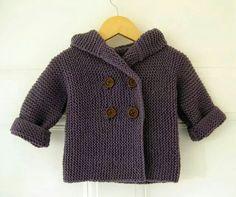 Ravelry: Lino's Coat FREE knitting pattern by Lili Comme Tout - hooded baby jacket in garter stitch (hva) Source by GataFuerte Jacket Baby Sweater Patterns, Knit Baby Sweaters, Coat Patterns, Baby Knitting Patterns, Baby Patterns, Crochet Patterns, Baby Knits, Crochet Baby Jacket, Crochet Cardigan