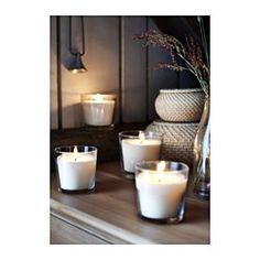 IKEA - SINNLIG, Duftlys i glass, Skaper god stemning med en behagelig duft av vanilje og en varm glød fra lyset.Lyset har samme vakre farge gjennom hele brennetiden, siden det er gjennomfarget.Når lyset har brent opp kan glasset brukes som telysholder.Du kan enkelt endre utseende på lyset ved å sette det i VACKERT pynt til lys i glass eller SKURAR lysholder.