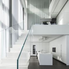 Square Compositions Penthouse by Pitsou Kedem Architects – casalibrary Penthouse Pictures, Stainless Steel Staircase, Pitsou Kedem, White Apartment, Interior And Exterior, Interior Design, Modern Stairs, Modern Glass, Architect Design