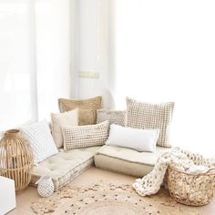 [New] The Best Home Decor (with Pictures) These are the 10 best home decor today. According to home decor experts, the 10 all-time best home decor. Interior S, Wood Furniture, Home Goods, Cool Style, Couch, Throw Pillows, Living Room, Bed, Happiness