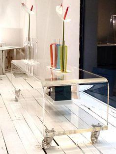 Serve un tavolino per il vostro televisore al plasma ultra piatto ed ultramoderno?? #shop #online #designtrasparente #design #plexiglass #acrylic #portatv #verona #roma #brescia
