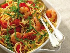 """Our weight watchers recipe of the day: spaghetti with prawns and rocket from . - Our Weight Watchers recipe of the day: spaghetti with shrimps and rocket from the cookbook """"Italian - Weight Watchers Shrimp, Plats Weight Watchers, Weight Watchers Meals, Shrimp Recipes, Pasta Recipes, Diet Recipes, Cooking Recipes, Healthy Recipes, Shrimp Meals"""