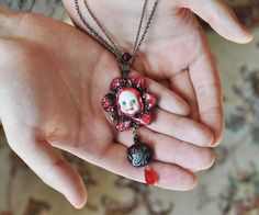 Gothic pendant made of clay, handmade lampwork glass, Halloween jewelry, keeper necklace, dramatic style, red & black jewelery, OOAK design