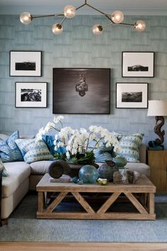 Cozy, Beachy Living Room Decor - love the coffee table