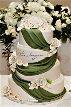 beautiful wedding cakes This is so gorgeous! I hate fondant but this really catches my eye! Amazing Wedding Cakes, Elegant Wedding Cakes, Elegant Cakes, Cake Wedding, Amazing Cakes, Wedding Stuff, Fancy Cakes, Cute Cakes, Emerald Green Weddings