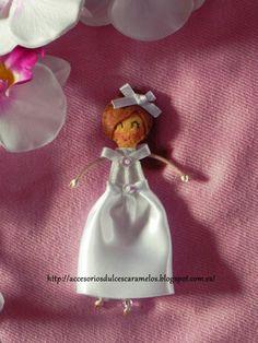 Muñeca de fieltro para comuniones / felt doll communions http://accesoriosdulcescaramelos.blogspot.com.es/2013/02/munecas-vestidos-de-comunion.html