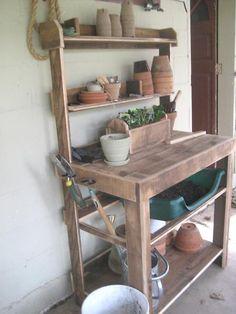 Palette potting bench