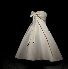 Christian Dior, 1950s, Vintage Fashion, Spring Summer, Victorian, Charmed, Gardening, Classic, Dresses