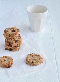 Lekker en gezond recept voor havermoutkoekjes met kokos en amandelen.